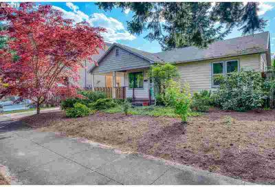8415 SE 8th Ave Portland Three BR, This one level home has the