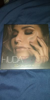 Huda Beauty Large palette 38.00 OBO