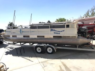 1990 Riviera pontoon boat