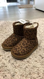 Baby toddler girl boots NWT size 5