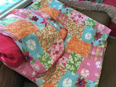 Gorgeous queen/full size Hawaiian print quilt with two pillow shams and one flat sheet.