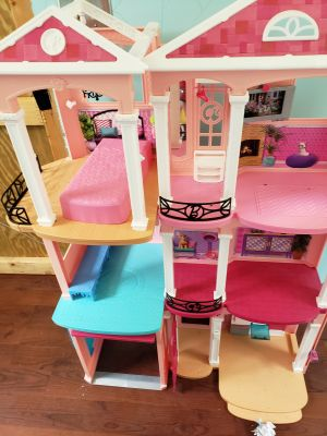 Barbie dream house with tons of accessories