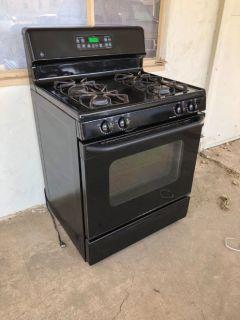 GE Gas kitchen stove, black, good con