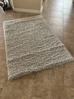Gray shag rug great condition