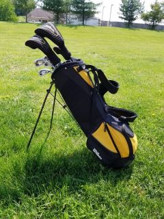 Men's golf clubs and bag - gently used