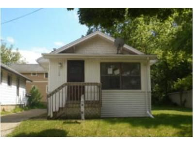 2 Bed 1 Bath Foreclosure Property in Lansing, MI 48906 - Porter St