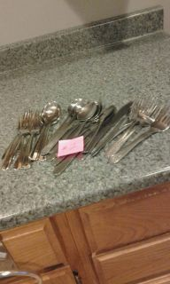 Silverware lot #2,does not match, 2 sets trying to make 1. As seen in pictures.