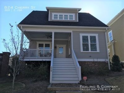 Single-family home Rental - 824 Cherry St