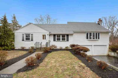 251 Cumberland Sewell Three BR, Huge cape cod, located on great