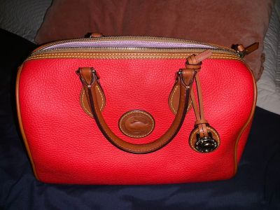 Small leather Dooney & Bourke bag