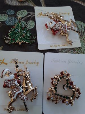 Assorted Christmas pins