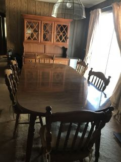 Dining room table, hutch and chairs