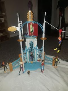 SuperGirls playset! And 9 of the supergirl dolls!