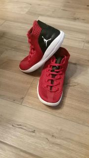 JORDAN Reveal sneaker size 9.5 Excellent Condition. See additional photos.