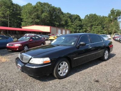 2011 Lincoln Town Car Executive L (BLK)