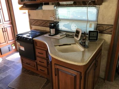 2012 Keystone Cedar Creek Silverback laredo 310RE