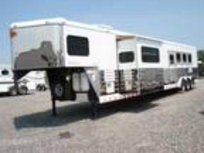 2010 Sundowner 4H LQ w/Bunkhouse Slide 4 horses