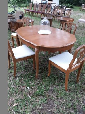 French provincial dining set table 4 chairs and one leaf