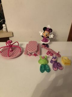 Minnie Mouse snap doll playset