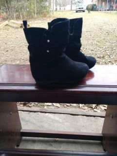 Healthtex suede like boots size 6 in EUC