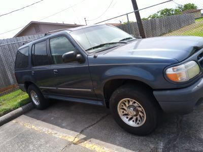 2001 ford explorer.