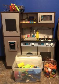 Play kitchen with accessories $100