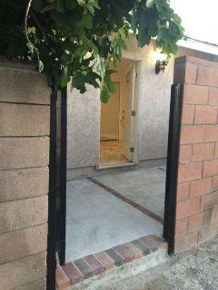 $1800 / 1br - 400ft2 - Guest House/Apartment/Unit For rent (Tarzana)