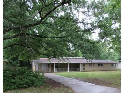 3 Bed 1 Bath Foreclosure Property in Denham Springs, LA 70726 - N Woodcrest Ave