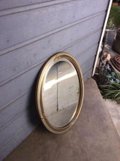 ANTIQUE OVAL SHAPED MIRROR
