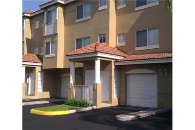 2 bedrooms Townhouse - Barrington Club Apartments located in Coral Springs, Florida. Dog OK!