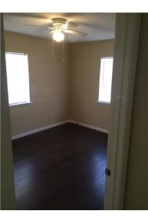 2 bedrooms \ 1 bathroom - come and see this one.
