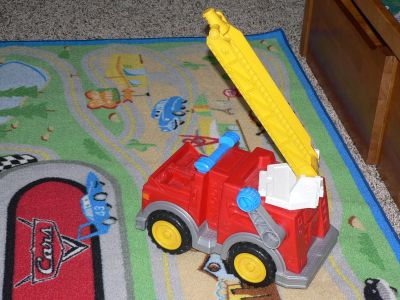 FISHER PRICE CRANK-UP RED FIRE ENGINE TRUCK CLEAN, LIKE NEW CONDITION