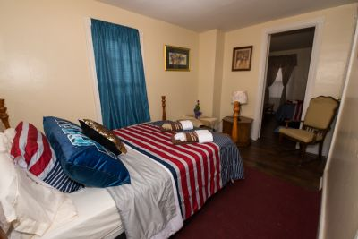 Furnished House.  Easy walk from Delaware River. for month to month or more.