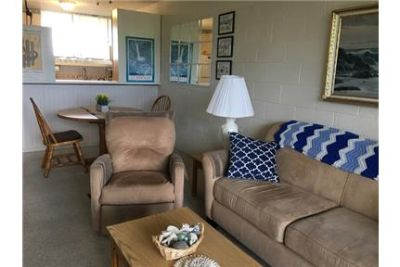 Cozy furnished unit with ocean and pool views. Parking Available!