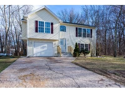 2 Bed 1 Bath Foreclosure Property in Cranston, RI 02921 - Iroquois Trl