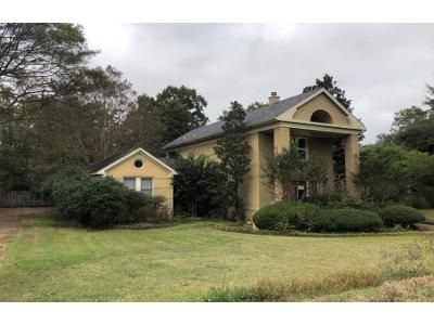 4 Bed 3 Bath Foreclosure Property in Greenwood, MS 38930 - Bell Ave