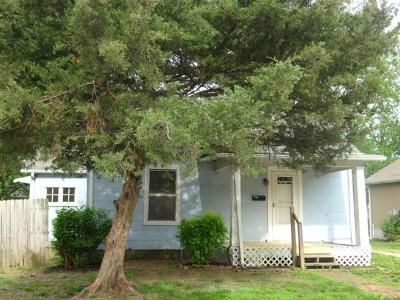 2 Bed 1 Bath Foreclosure Property in Harrisonville, MO 64701 - S Main St