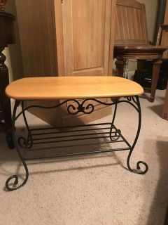LONGERBERGER Wrought Iron Side/End Table with Woodcraft Shelf