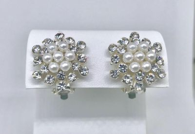 Brand New Womens Holiday Rhinestone and Pearl Clip On Snowflake Earrings