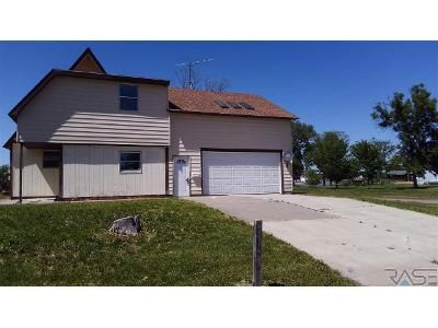 3 Bed 2 Bath Foreclosure Property in Fort Pierre, SD 57532 - Ash Ave