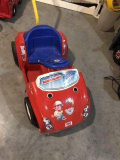 Handy Manny electric car, no battery or charger (takes a 6v), see dicription