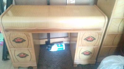 dresser/ make up desk