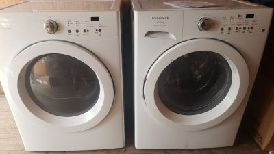 Frigidaire WASHER AND GAS DRYER!!