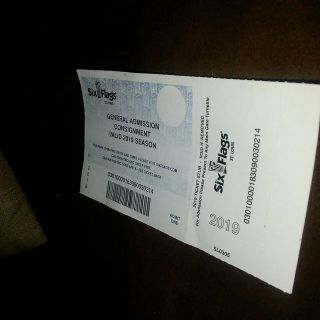 Six Flag ticket in St Louis