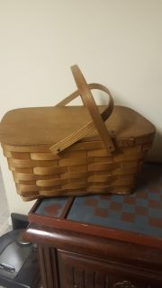 Transporting food to your holiday feast,what better way than in this lovely basket
