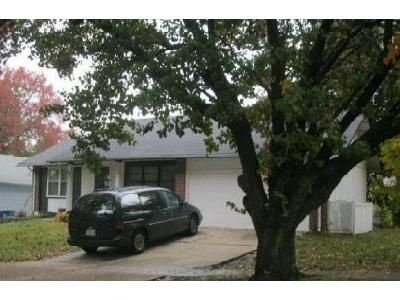 2 Bed 2 Bath Foreclosure Property in Florissant, MO 63033 - Trailoaks Dr