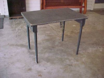 US Army field fold out table, very good condition