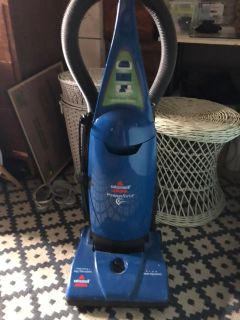 Bissell vacuum -works perfectly -uses bags