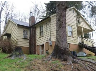 2 Bed 1 Bath Foreclosure Property in Fairmont, WV 26554 - N Bellview Ave