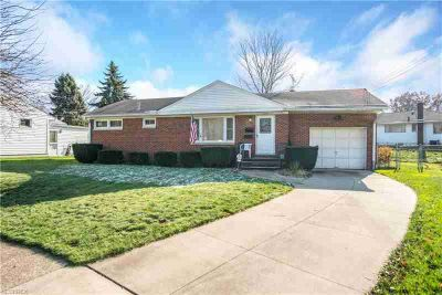 2146 Lynn Dr Akron, Move in Ready--Three BR BRICK RANCH IN
